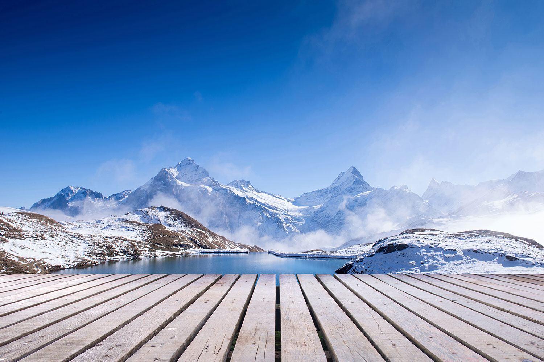 Fototapete Sonnenterrasse am Schweizer Bergsee