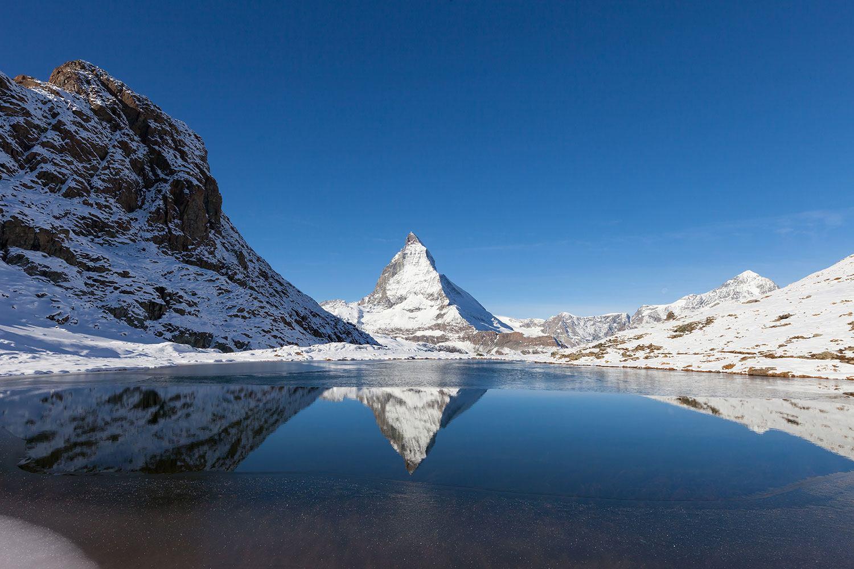 Fototapete Der Riffelsee am Matterhorn